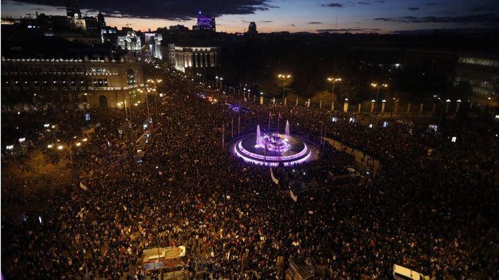 La manifestación del 8-M colapsa Cibeles.