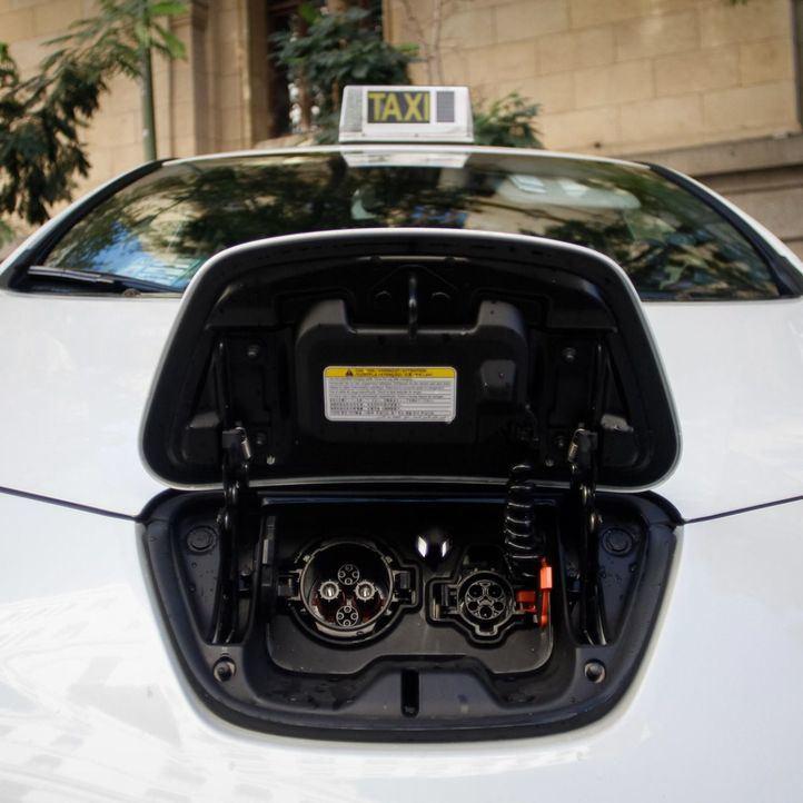 Sabanés impulsa los puntos de carga de coches: instalará 38 más en un año