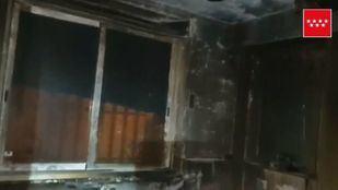 Atendido un hombre por inhalación de humo al incendiarse el local en el que dormía