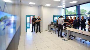 José de la Uz visita el centro de control de las nuevas cámaras que velarán por la seguridad en Las Rozas