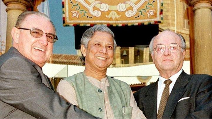Sanz Gadea junto a otros premiados en 1998.