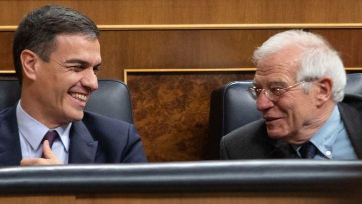 Pedro Sánchez junto a Josep Borrell, número uno de la lista del PSOE al Parlamento Europeo