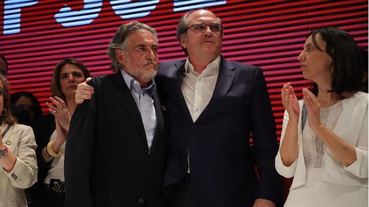 Los candidatos Pepu Hernández y Ángel Gabilondo, y representantes del PSOE aparecen para valorar los resultados electorales del 26-M.