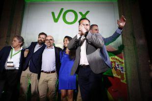 Vox se desinfla pero será clave en Ayuntamiento y Comunidad