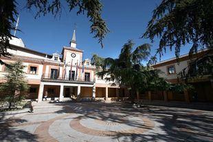 La fachada del Ayuntamiento de Las Rozas.