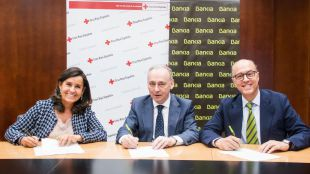 La directora general adjunta de Comunicación y Relaciones Externas de Bankia, Amalia Blanco; el secretario general de Cruz Roja, Leopoldo Pérez, y el director de Responsabilidad Social Corporativa de Bankia (RSC), David Menéndez.