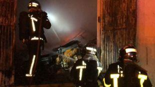 Arde una nave industrial en Colmenar Viejo