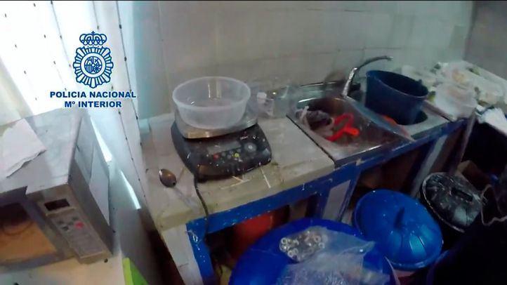Los tres laboratorios (dos en Madrid y uno en Toledo) tenían capacidad para producir y extraer hasta 500 kilos de cocaína al mes.