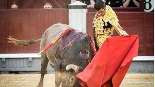 Oreja de peso para Emilio de Justo en otra decepcionante corrida de Victorino