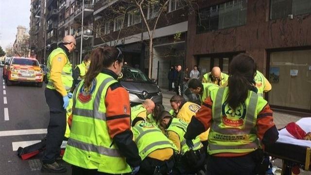 Emergencias Madrid atendiendo a un herido