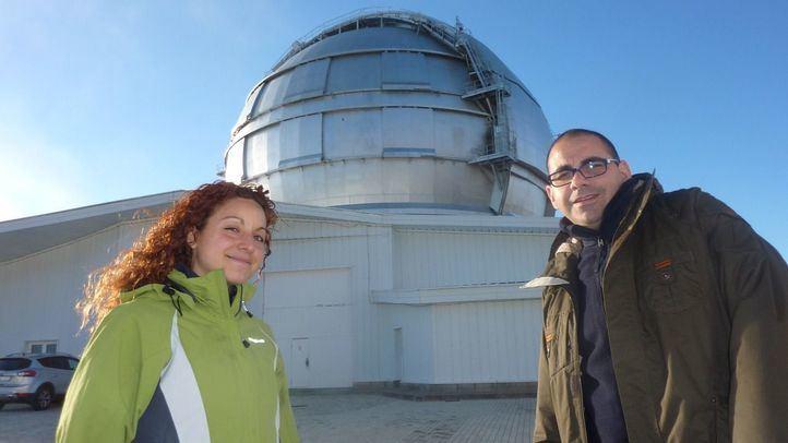 La autora principal de la investigación, Belén Alcalde Pampliega, junto al codirector de su tesis, Pablo G. Pérez González, del CAB.