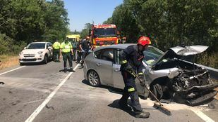 Dos coches se han visto implicados en un accidente que se ha saldado con seis heridos.