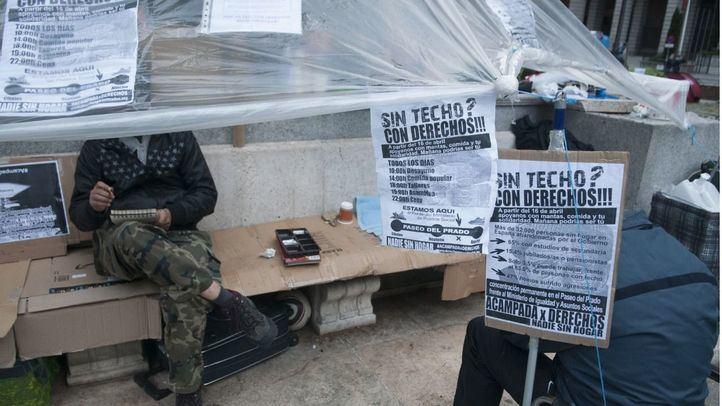 Más de 100 personas acampan frente al Ministerio de Sanidad para reclamar su derecho a una vivienda.