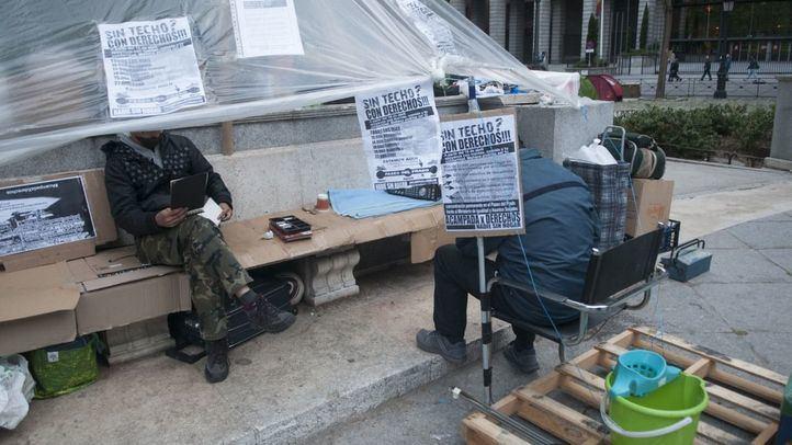 La acampada de los 'Sin techo, con derechos' crece en el Paseo del Prado