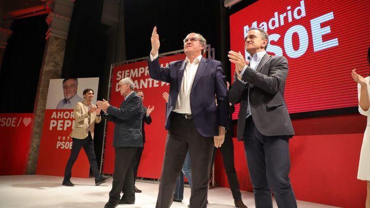 Ángel Gabilondo y José Manuel Franco en el cierre de la noche electoral del 26-M.