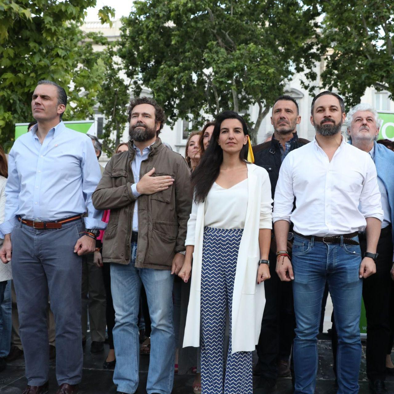 ¿Cuánto mide Santiago Abascal? - Estatura real: 1,80 - Página 10 185646_vox