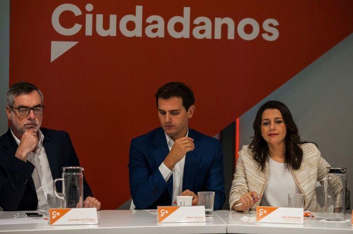 Cs negociará acuerdos 'a dos' con el PP, medita pactar con PSOE y rechaza a Vox