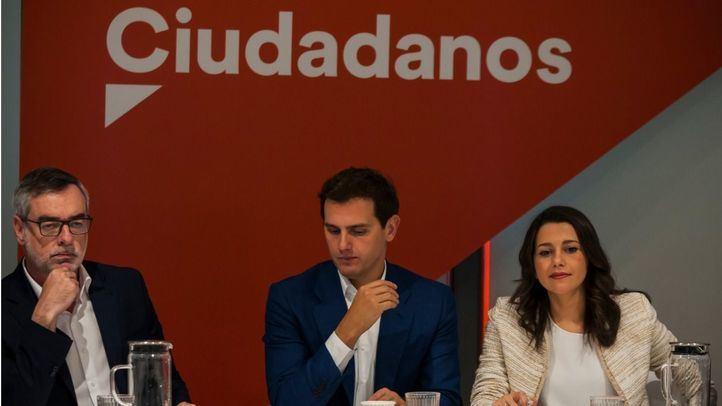 José Manuel Villegas, Albert Rivera e Inés Arrimadas en la reunión del Comité Ejecutivo de Ciudadanos.