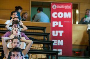 Los estudiantes, antes de realizar el primer examen de Selectividad de este curso.
