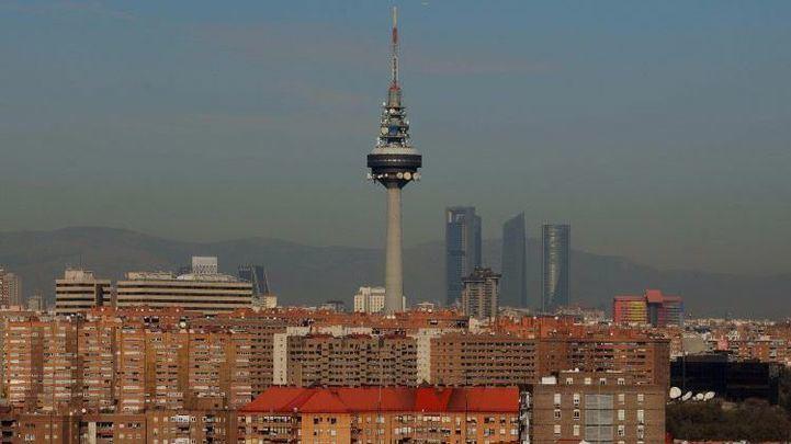 Inaugurado 'El Pirulí', la tercera torre de telecomunicaciones más alta de España