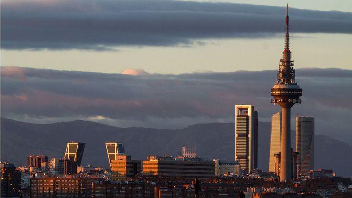 Queda inaugurado 'El Pirulí', la tercera torre de telecomunicaciones más alta de España