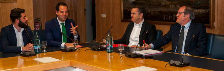 Gabilondo ofrece a Aguado un programa de Gobierno y éste sigue prefiriendo al PP
