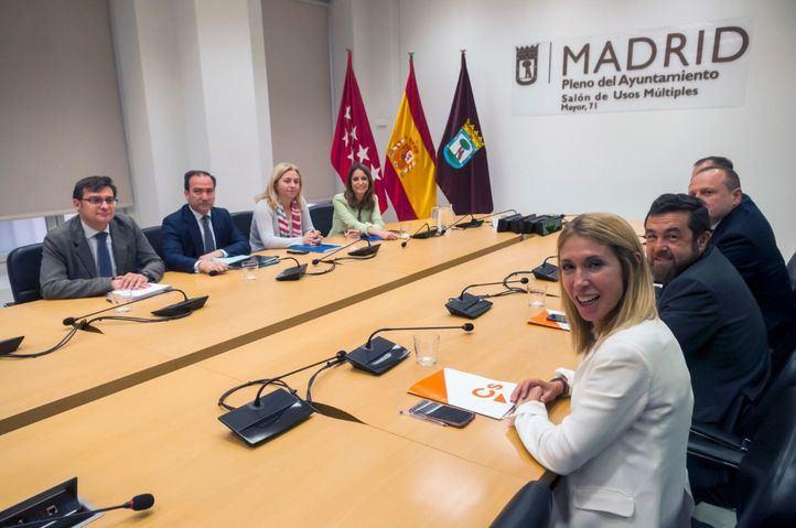 Equipos negociadores de Cs y PP en el Ayuntamiento de Madrid.