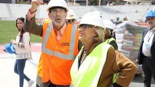 Carmena ha visitado este viernes las instalaciones acompañada por el director de Deporte en funciones, Javier Odriozola.