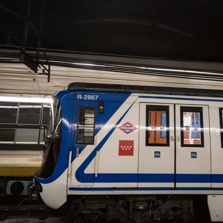 Desalojados del Metro por saltar a las vías tras un botellón