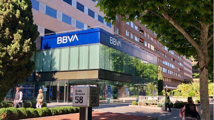 Fachada de la oficina de BBVA en la calle Orense.
