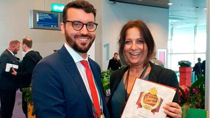 Carlos Muñoz, responsable de compras de marcas propias de gran Consumo de El Corte Inglés, recoge el premio.