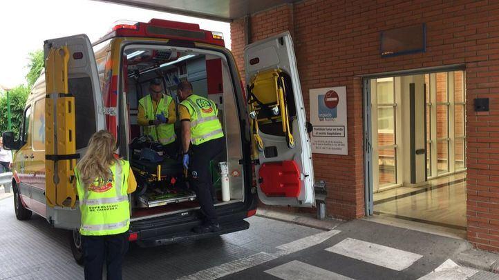 Llegada de los sanitarios al Hospital 12 de Octubre con el herido.