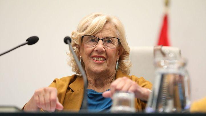 La alcaldesa de Madrid, Manuela Carmena, preside el último pleno de Cibeles.