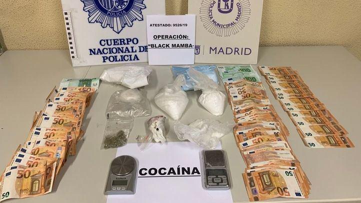 Cocaína y dinero incautados por la Policía Municipal y Nacional.