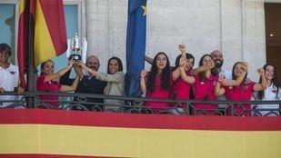 El presidente de la Comunidad de Madrid Pedro Rollán recibe  a las integrantes del equipo Tacón en la Casa de Correos.