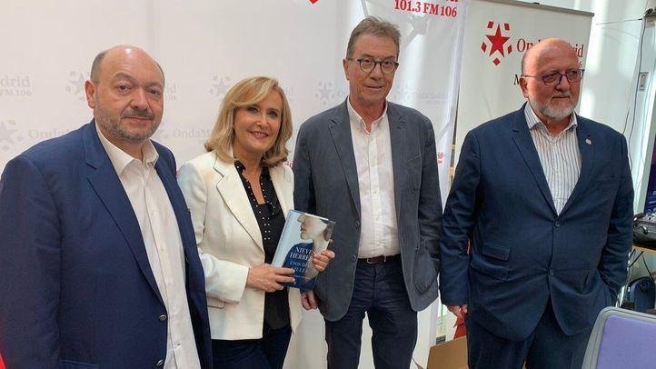 Jaime Cedrún, líder de CCOO de Madrid, y Luis Miguel López Reíllo, líder de UGT Madrid, junto a Nieves Herrero y Constantino Medivilla en Com.Permiso