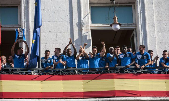 Homenaje al Fuenlabrada en Sol por su ascenso a Segunda División