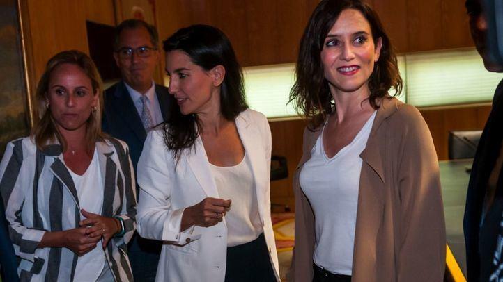 Rocío Monasterio e Isabel Díaz Ayuso, candidatas de Vox y PP a la Comunidad de Madrid, respectivamente.