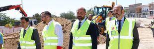 Pedro Rollán visita las obras del nuevo parque de Colmenar Viejo