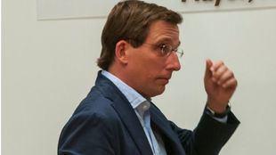 Los equipos negociadores de PP y Ciudadanos sellan su acuerdo para el Ayuntamiento de Madrid en el que José Luis Martínez-Almeida será el alcalde y Begoña Villacís, su número dos.