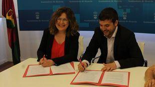 Foto del acuerdo entre PSOE y Ganar Alcorcón
