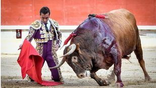 Zahareño, un toro bavísimo, se le escapa a El Fandi