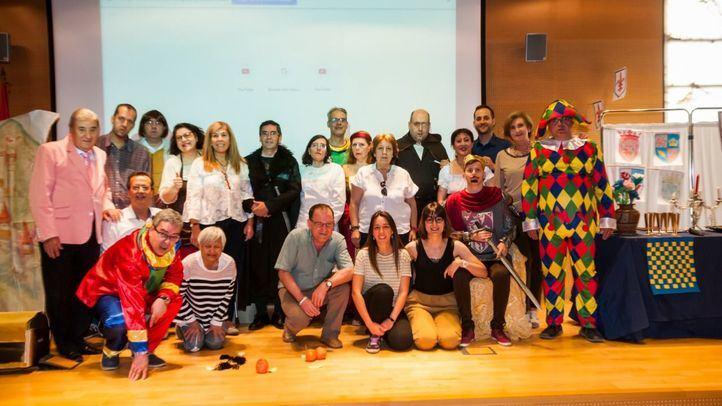 Foto de familia del grupo de teatro Arriba el Telón.