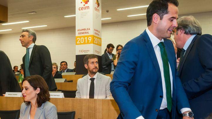 Isabel Díaz Ayuso (PP) e Ignacio Aguado (Cs) han coincidido en la Asamblea de CEIM después de que el candidato de Cs en Madrid dejara ayer la puerta abierta a la repetición de elecciones si Vox se empeñaba en 'boicotear' su acuerdo con los populares.