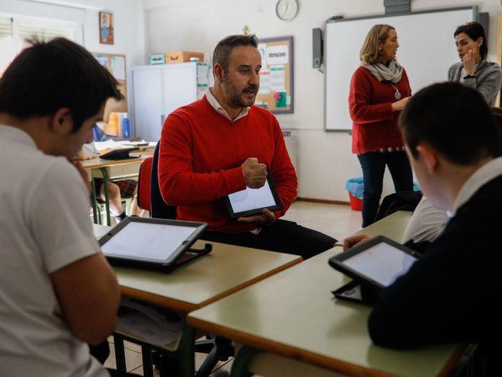 La Comunidad contratará a 800 nuevos profesores