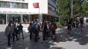 La seis personas que trataron de impedir un desahucio en Argumosa, en los juzgados de Plaza de Castilla