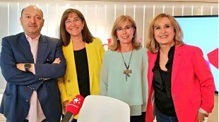 Susana Pérez Quislant y Yolanda Sanz junto a nieves Herrero y Constantino Mediavilla.