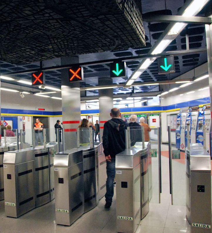 Metro suprime el sistema de tornos abiertos