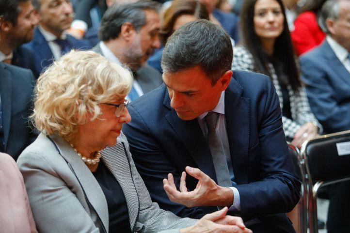 Pedro Sánchez y Manuela Carmena, en la celebración de los actos del 2 de mayo de