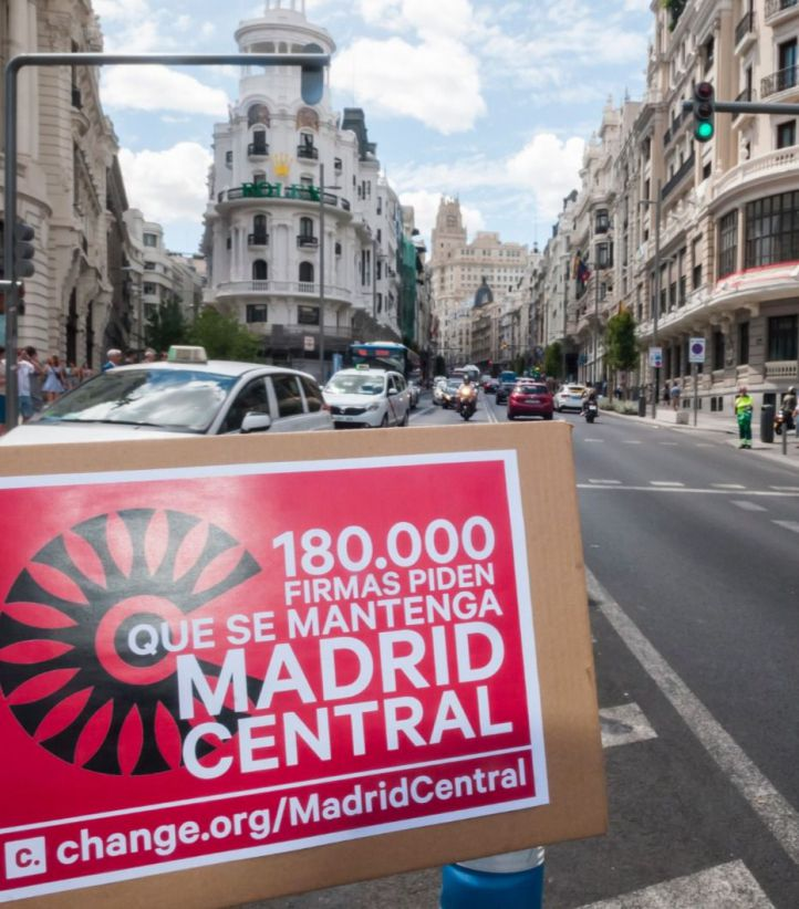 Presentación de 153.000 firmas para exigir que se mantenga Madrid Central